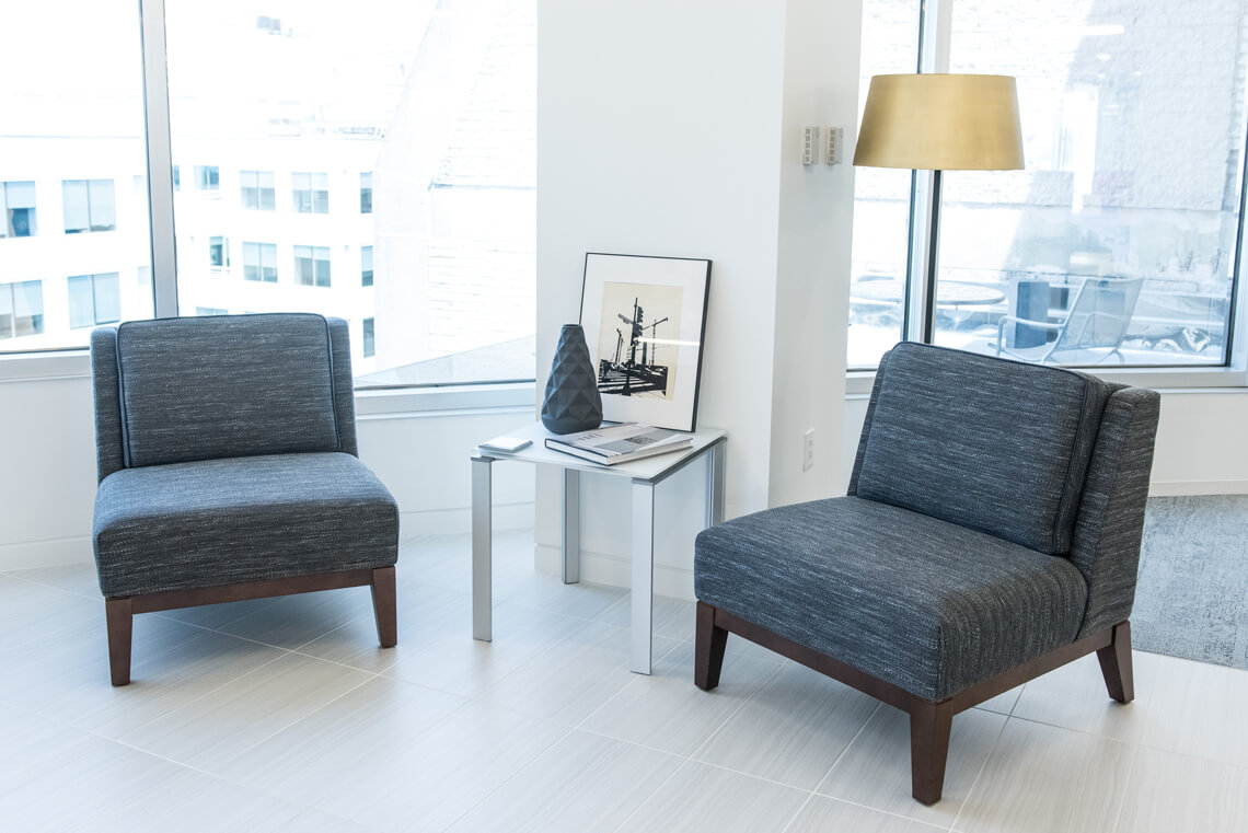 Gallery_Pose-Seating_5